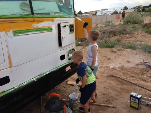 一辆旧校车改造成一个30㎡的五口之家,仅仅花了5万!
