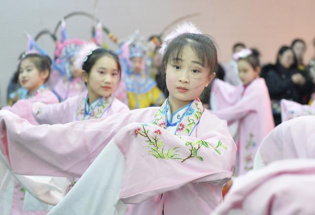 """呼和浩特市举办""""少儿京剧迎新春""""戏曲演唱会"""