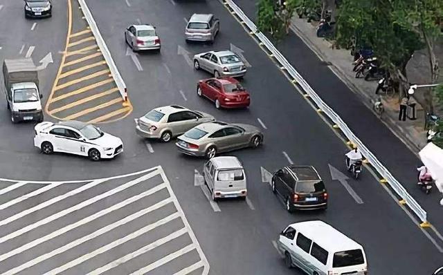 违章驾照扣分查询系统,开车掉头,高速上掉头,扣12分,导流线掉头