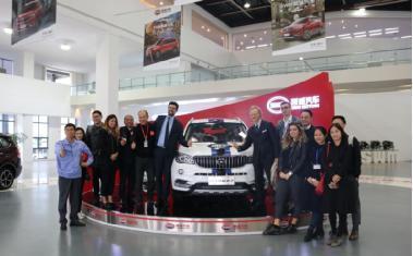 意大利驻重庆总领事馆副领事、意大利商会和企业家代表参观SWM斯威汽车基