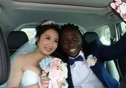 这个女孩嫁黑人小伙为啥当晚就后悔!真相惊人