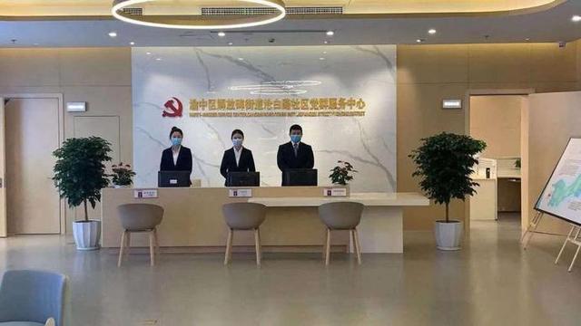 """重慶渝中:社區搬""""新傢""""服務也升級 居民喝著茶就把事兒辦瞭"""