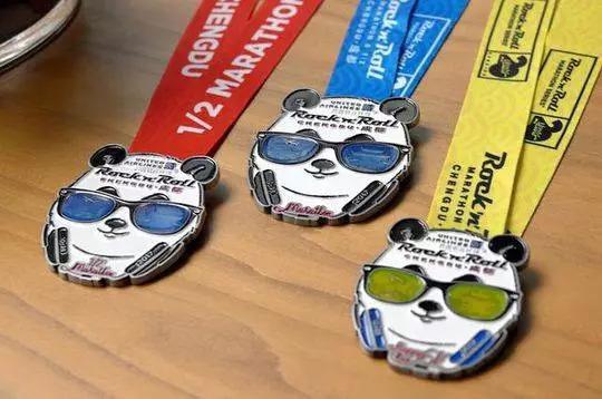 2018年重庆摇滚马拉松奖牌是怎么样