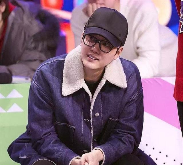 馮紹峰穿老婆外套上節目,網友:錄個節目還不忘與趙麗穎秀恩愛!