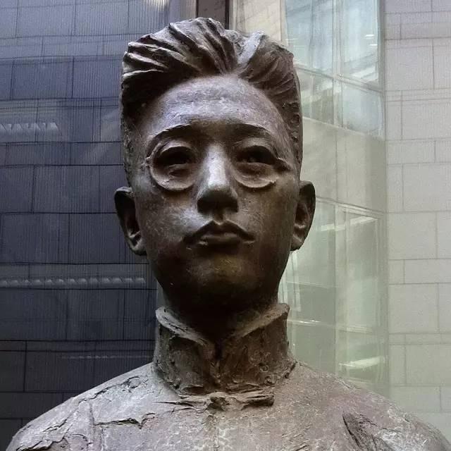 施滉铸铜人物肖像雕塑