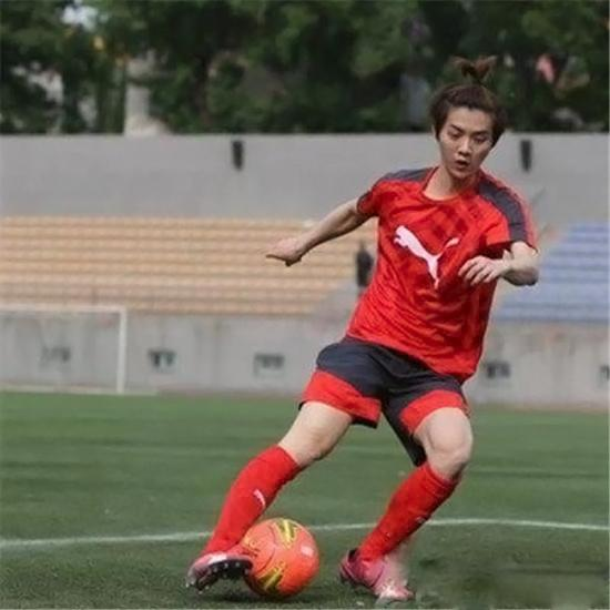 最喜欢足球的明星大盘点 陈奕天鹿晗张靓颖最