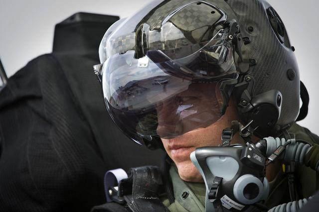 美国飞行员为何嚣张?只因歼20一装备未公开