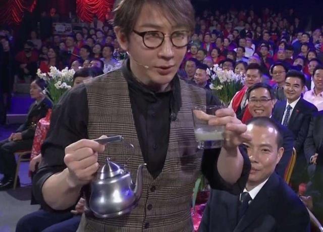 """刘谦春晚魔术被揭秘?!障眼法""""被揭穿""""了还""""好玩""""吗?"""