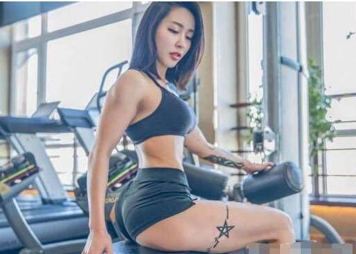 女孩嫌弃自己大腿粗经过健身教练的分析整理出-轻博客