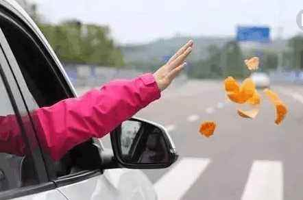 交通违章,交通违法,违章停车,开车扔垃圾,不随车携带三脚架灭火器