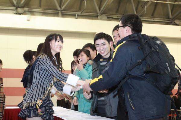 AKB48握手会恐慌 来了很多很多的粉丝