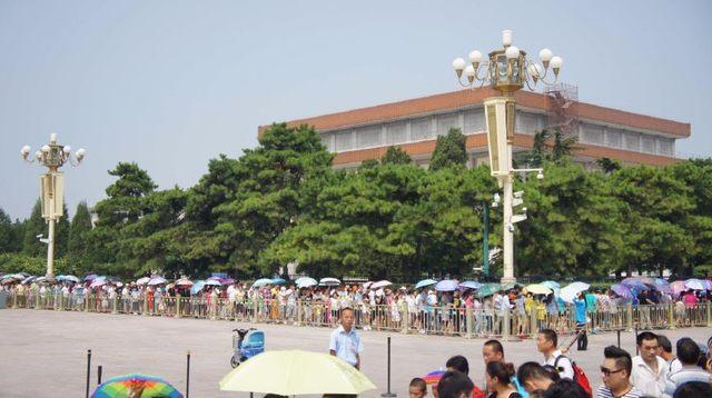 回复:[原创]到校园瞻仰毛主席像 纪念毛主席逝世42周年