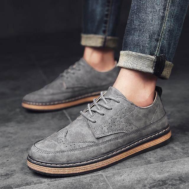 別再傻傻穿皮鞋瞭,現在成熟男人都穿這樣的休閒鞋,真高檔