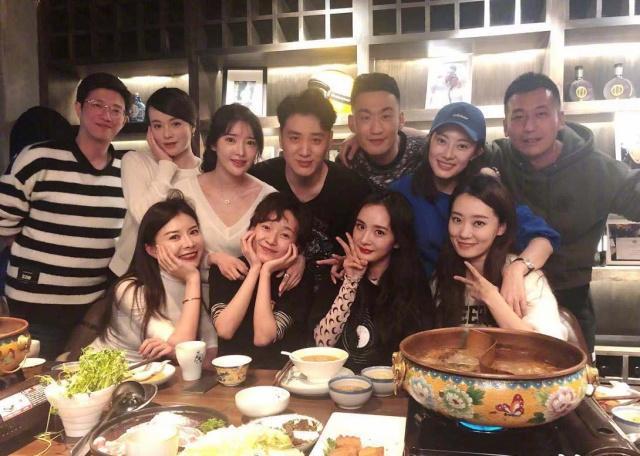 北影05级表演系聚餐,杨幂和张小斐居然是同学,杨幂是颜值担当