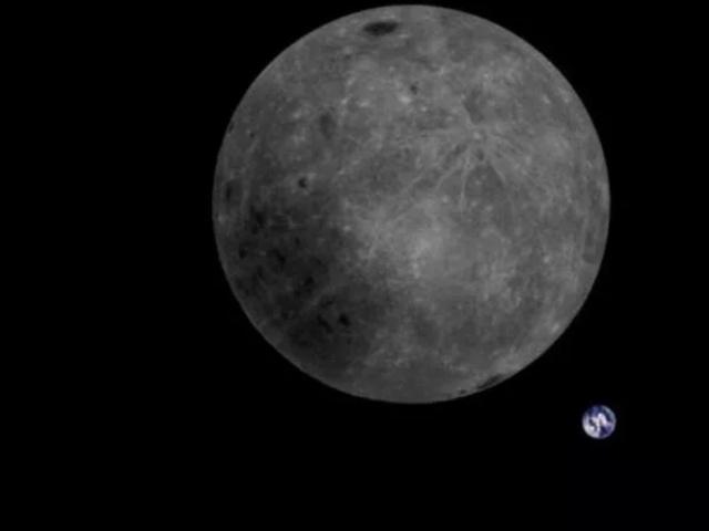 地月同框!中国卫星拍下拜年照