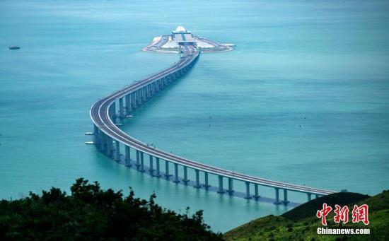 内地与港澳人士热议港珠澳大桥:为大湾区发展带来新机遇