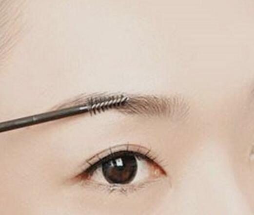 眉毛太长如何修剪?6个技巧帮你修出魅力美眉