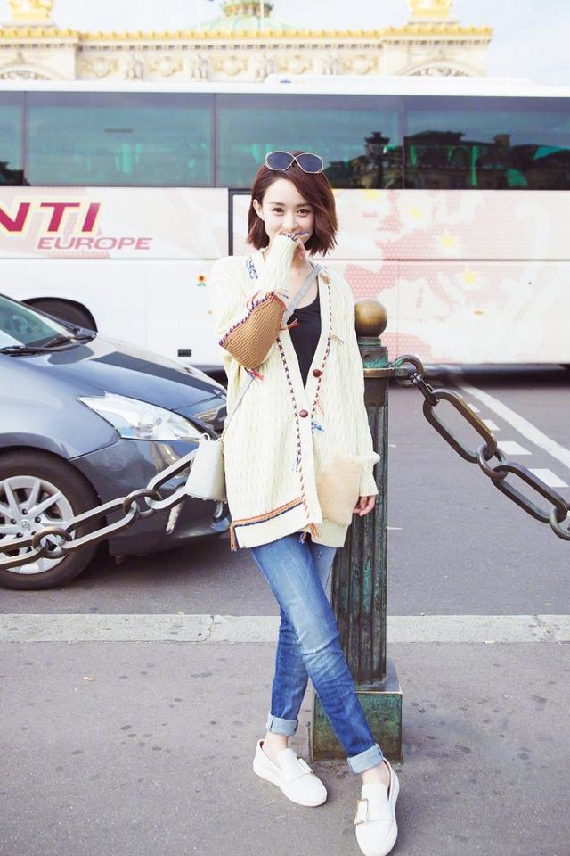 赵丽颖的街拍,每一张都时尚又清新,最重要的是年轻10岁多!
