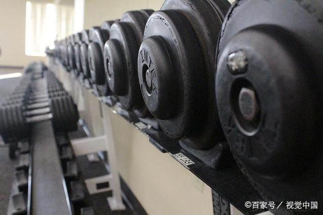 用哑铃锻炼时选择大重量还是小重量-轻博客