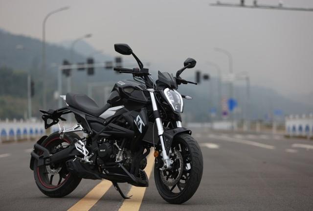 国产车实力大增,实测极速164km,水冷电喷,250cc级别最强动力!