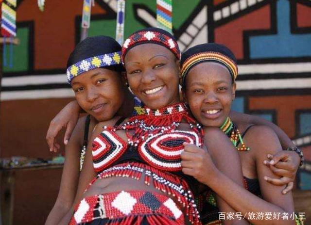 """非常""""奇葩""""的原始部落,不允许少女们穿上衣,实行一夫多妻制"""