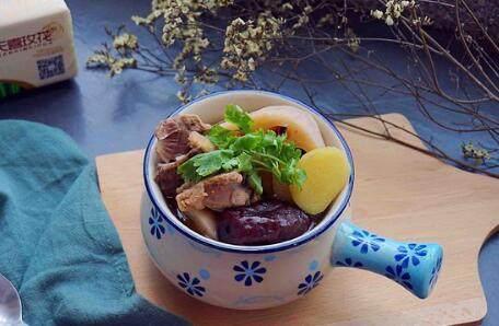 红枣莲藕排骨汤的做法