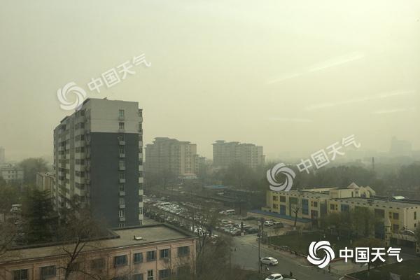 京城12区达重度污染 傍晚浮尘来袭