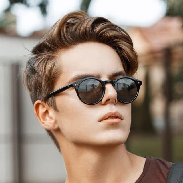 """一些好看的男士发型,为什么自己就驾驭不了,和三点""""特质""""关联"""