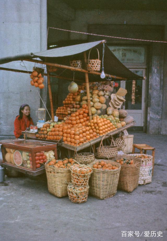 老照片:七十年代台北南京西路上悠闲自得的百
