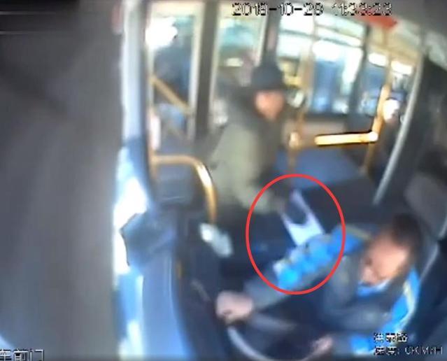 有人获刑11年!这些袭击公交司机的人,被判刑了!